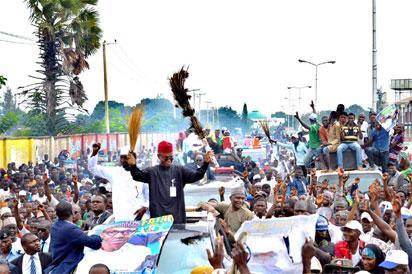El Rufai joins youths to celebrate Buhari's return