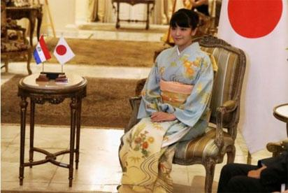 Japan's princess dumps royalty to marry commoner