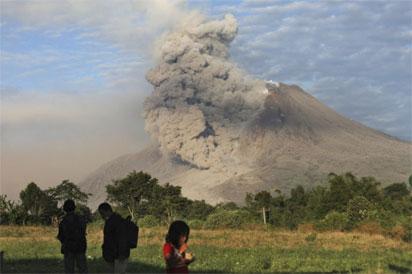 Volcano: 11,000 evacuated in Indonesia