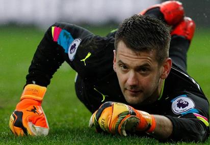 Real keeper Navas suffers groin injury