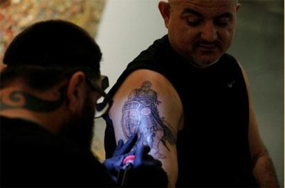 Tattoos help Israelis scarred by attacks, war