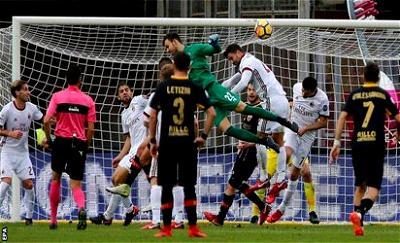 Goalkeeper Brignoli jumps high for the equalising goal against AC Milan