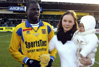 Arsenal cult hero Eboue provided job by Galatasaray
