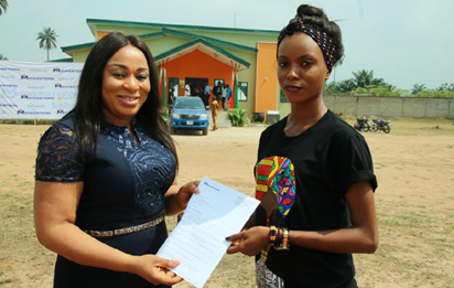 Midwestern Oil and Gas awards scholarship, donates classrooms in Delta