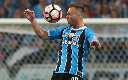 Barca agree deal for Arthur