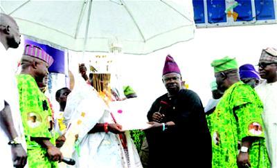 •Governor Ibikunle Amosun of Ogun State presenting the staff of office to the new Olota of Ota, Oba Abdukabir Adeyemi Obalanlege.