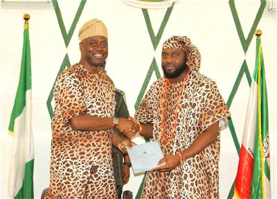PHOTOS: Seyi Makinde, dressed in Amotekun outfit, signs corps bill into law