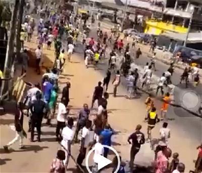 VIDEOS: Mushin residents take war to visiting 1 Million Boys