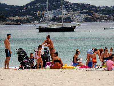 Spain urges foreign tourists to return from July