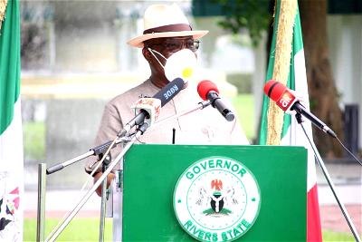 , as Rivers frees dockworkers