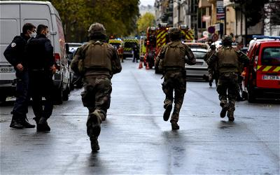 """France's Interior Minister Gerald Darmanin has described a knife attack near the former editorial offices of satirical magazine Charlie Hebdo as an """"Islamist act of terrorism."""" There is little doubt that it is another """"bloody attack"""" on the country, the minister said on French television. Darmanin said he had asked the police to look into whether the threat of terrorist acts being carried out on the streets of France had been underestimated. The French news agency AFP also reported five further arrests, citing judicial circles. The suspects, all of whom were men, were arrested during a raid on an apartment in Pantin near Paris. Two suspects had been detained earlier, one near the Place de la Bastille and the other in the area of the Richard-Lenoir metro station near the crime scene, several French media reported. There are now seven suspects in police custody. The attacks, which took place around noon (1000 GMT) on the street Rue Nicolas Appert, left two journalists injured, French Prime Minister Jean Castex told the press, adding that the victims' lives are not in danger. Both victims were employees of Premieres Lignes, a production company, which had helped produce a documentary about the attacks on Charlie Hebdo's editorial team titled """"Three Days Of Terror: The Charlie Hebdo Attacks."""" The documentary, in which witnesses, police officers and survivors speak about the series of terrorist attacks in January 2015, was produced for the US broadcaster HBO, the BBC and French broadcaster France 2. The attack was prompted by caricatures of the Muslim prophet Mohammed that Charlie Hebdo published and which were deemed offensive in large parts of the Muslim world. A trial is under way in Paris for 14 people who allegedly provided aid to the attackers who stormed Charlie Hebdo's offices on January 7, 2015, leaving 12 dead. In all, 17 people died at the hands of three attackers during a week of terror in the city. The publication recently reprinted the caricatures and has o"""