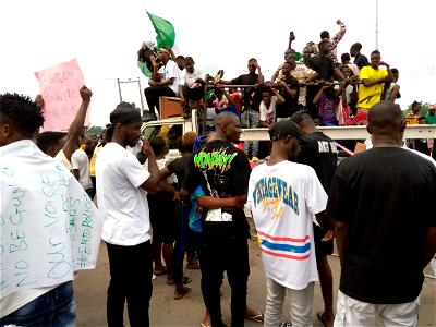 protesters at Amukpe roundabout, Sapele