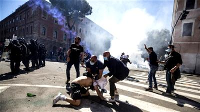Protests in Rome against government coronavirus policies turn violent