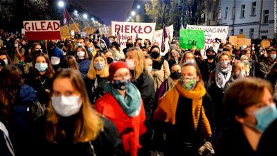 Polish prosecutors launch investigation into abortion protests