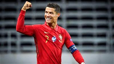 Ronaldo wins PLAYER OF THE CENTURY at Globe Soccer Awards in Dubai
