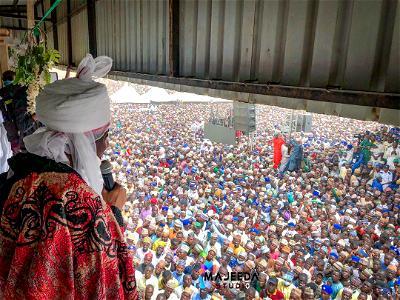 Royal entry: Wild reception as dethroned Emir Sanusi becomes leader of Tijjaniyya in Sokoto