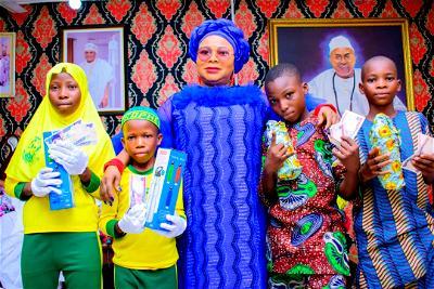 Apomu children