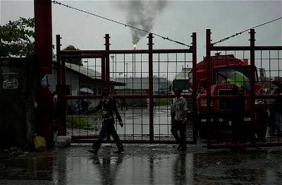 Partial power restoration fails to stop community protests at Agip's Brass terminal