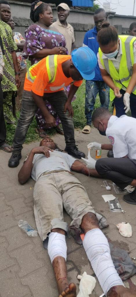 4 injured as ambulance rams minivan in Lagos