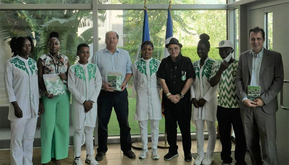 the ambassador of France celebrates the four of Nigerian cycling